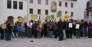die Mahnwache auf dem Marienplatz in Freising